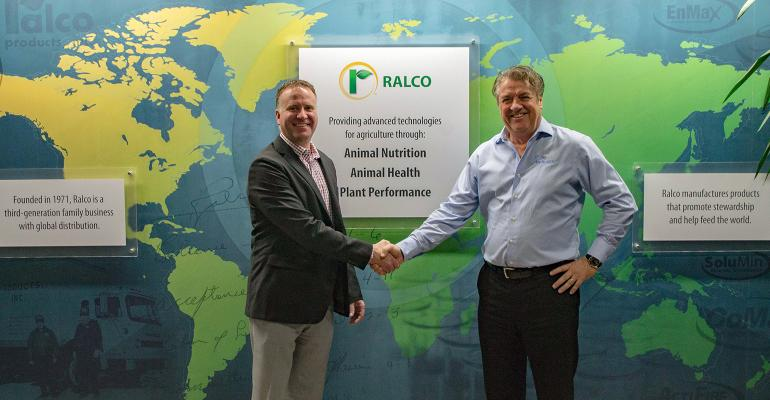 (From left to right) Ralco President/CEO Brian Knochenmus shakes hands with Genesus President/CEO Jim Long.