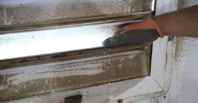 Checking fan louver for dust buildup