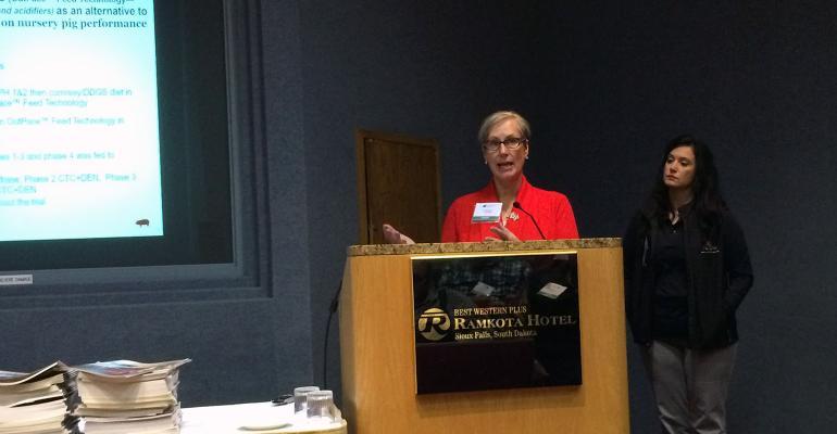 NPPC's Liz Wagstrom and Purina's Dari Brown presenting at 2017 South Dakota Pork Congress.