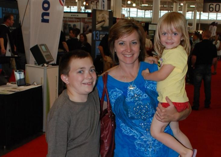 Rozeboom Family Shows Durocs, Visits the NHF Booth